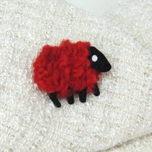 ruby|sheep|brooch|front