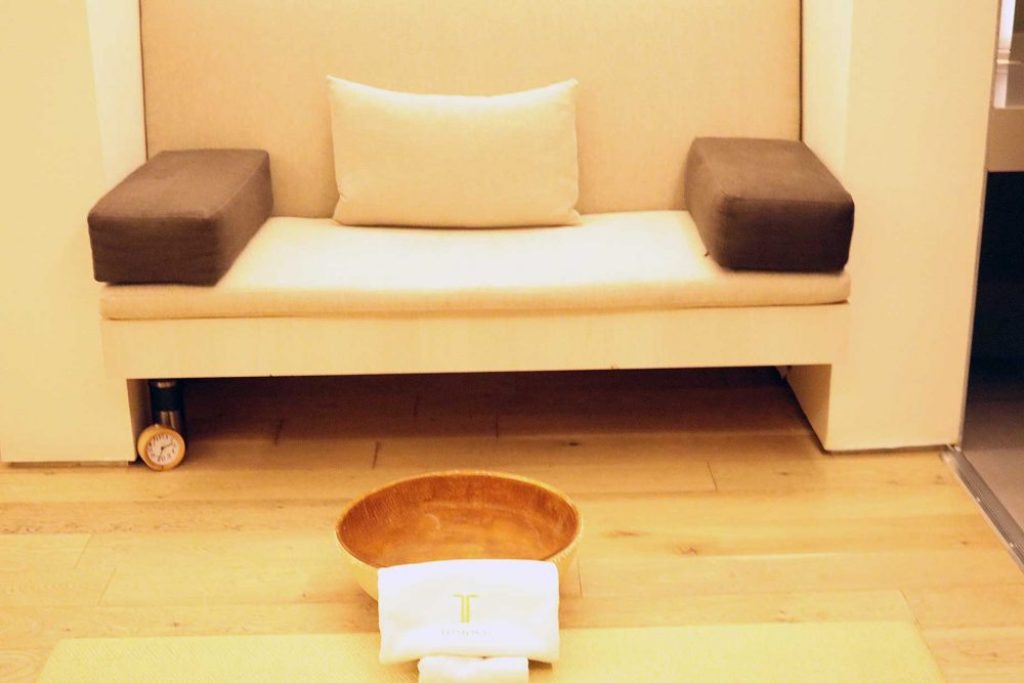 Lifestyle blogger Liz Shamooni of Liz in Los Angeles in at the best luxury spa in Los Angeles