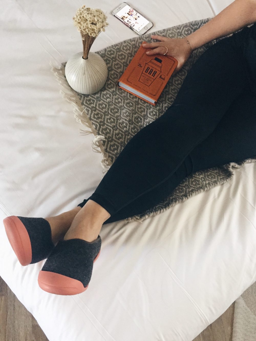 LOS ANGELES blogger lounging around in Mahabis slippers