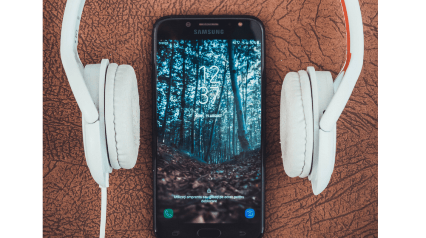 Top 5 Best Motivational Podcasts to Listen to on Spotify, a blog post by Liz in Los Angeles, Los Angeles Lifestyle Blogger: an image of headphone and a phone