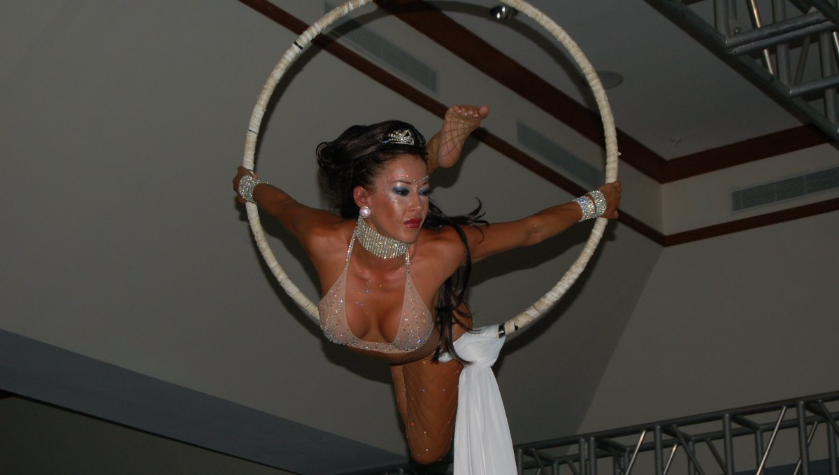 Nikki Beach Tegucigalpa White Party aerialist