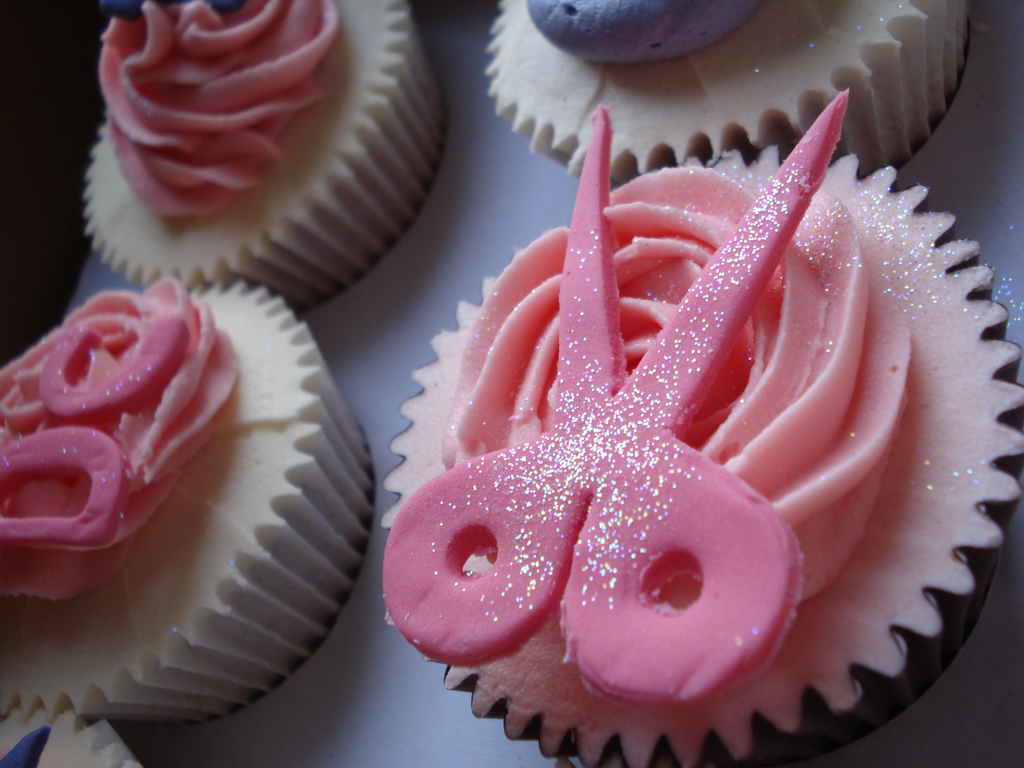Scissors cupcake