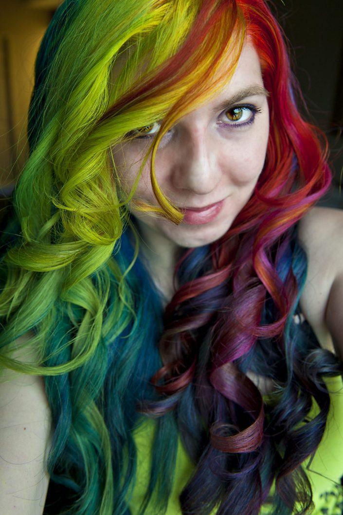 Viral rainbow hair curled on Lizzy Davis.