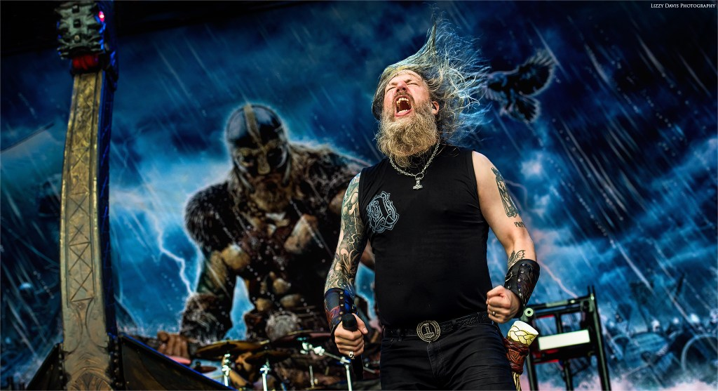 And Johan Hegg (Amon Amarth) is entertained!