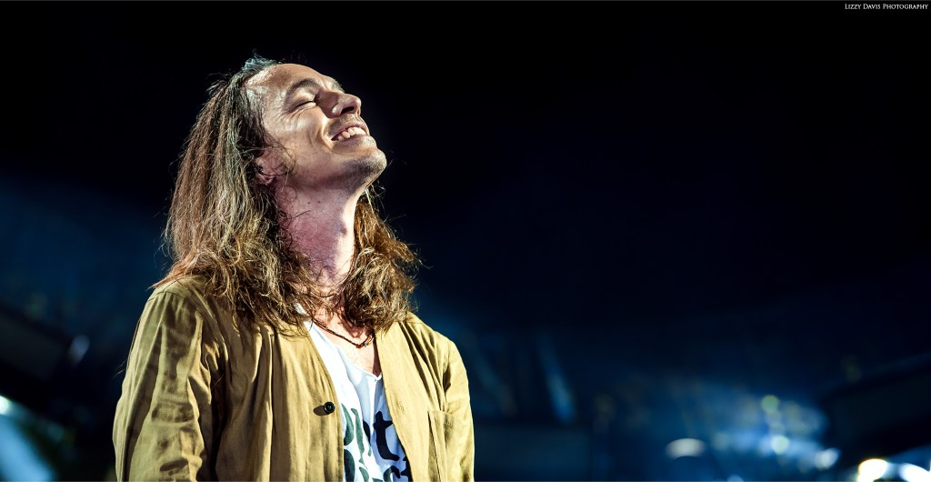 Brandon Boyd smiling at the crowd in Tampa. Incubus live photos by ©Lizzy Davis Photography.