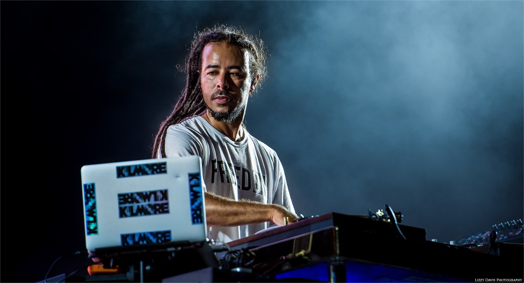 Chris Kilmore of Incubus on turntables and keyboards. ©Lizzy Davis Photography