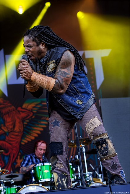 Lajon Witherspoon singing. Sevendust at Welcome to Rockville 2016 photos by ©Lizzy Davis Photography.