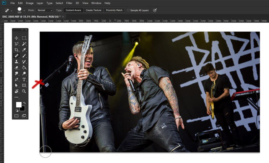 Music Photographers - how to remove a mic stand from your photo.