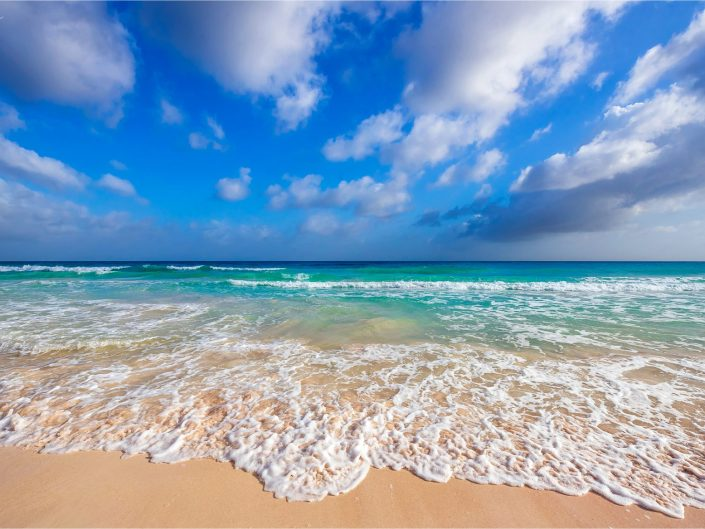 Beautiful turquoise water of Barbados by Caribbean landscape photographer Lizzy Davis.