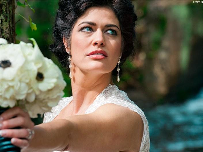 Bridal portraits by wedding photographer Lizzy Davis.