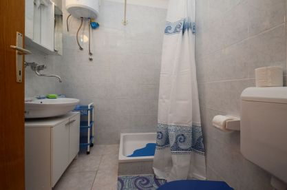 ljiljana-blue-apartmet-bathroom-06-2016-pic-01