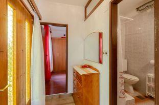 ljiljana-rose-apartment-hallway-09-2019-pic-01