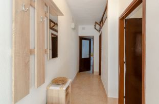 ljiljana-white-apartment-hallway-06-2018-01