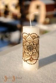 Парафиновая свеча с цветочной мандалой наполнит ваш дом положительными энергиями и поможет домочадцам приблизиться к идеалу. Парафин, 3,7х10см, 40 грн.