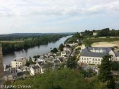 Utsikt västerut från slottet i Chinon - staden och floden Vienne.