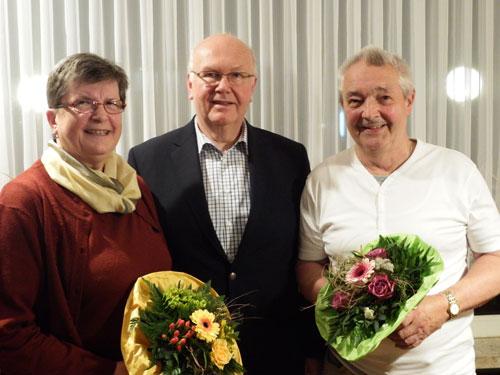 LKV-Vorsitzender Wilhelm Kiehn verabschiedete die Sportwarte Rolf Eggert und Hannelore Gieseking, die zum Ehrenmitglied ernannt wurde