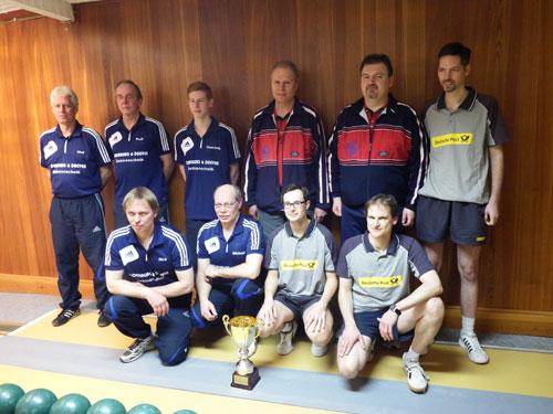 Die Supercup-Teilnehmer: Blau-Weiß Uelzen (links im Bild) und Lüneburgs Kreispokalsieger KSG Lüneburg II (rechts im Bild)