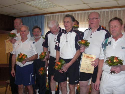 Bezirksmeister 2014: Die Herren B Mannschaft des Lüneburger Kegler Verein bei der Siegerehrung
