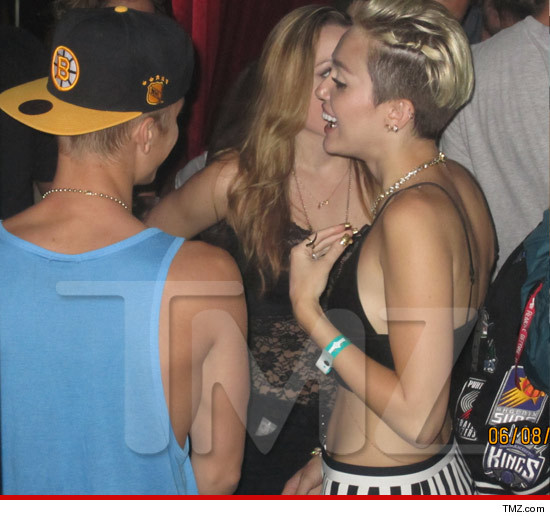 0611_justin_bieber_miley_cyrus_article_wm_tmz