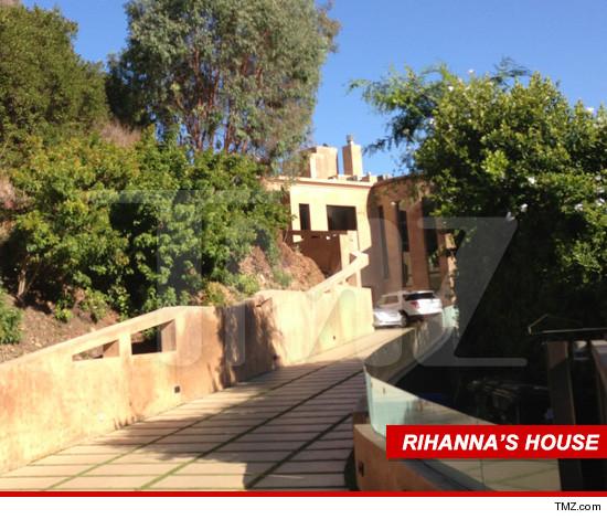 1001-Rihanna-tmz-house.JPG