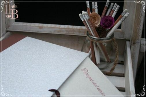 """Carpeta de firmas de Sofia Paper Store. Mueble pizarra de """"Mar de Flores"""""""