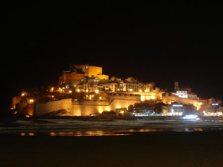 The castle in Peñiscola at night