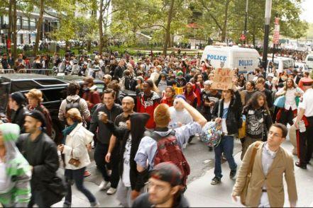 Occupy Wall Street crowd 01