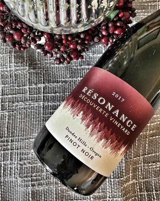 Résonance Wines 2017 Découverte Vineyard 2017 Pinot Noir is produced in Dundee Hills, part of Oregon's Willamette Valley.