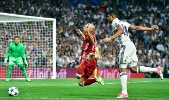 Arjen Robben is sent tumbling by Casemiro and wins a penalty. Image from: Getty