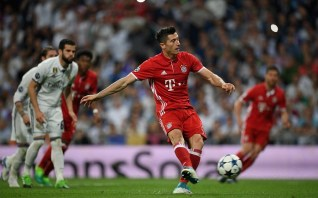 Robert Lewandowski sends Keylor Navas the wrong way to level the scores on aggregate. Image from: Getty