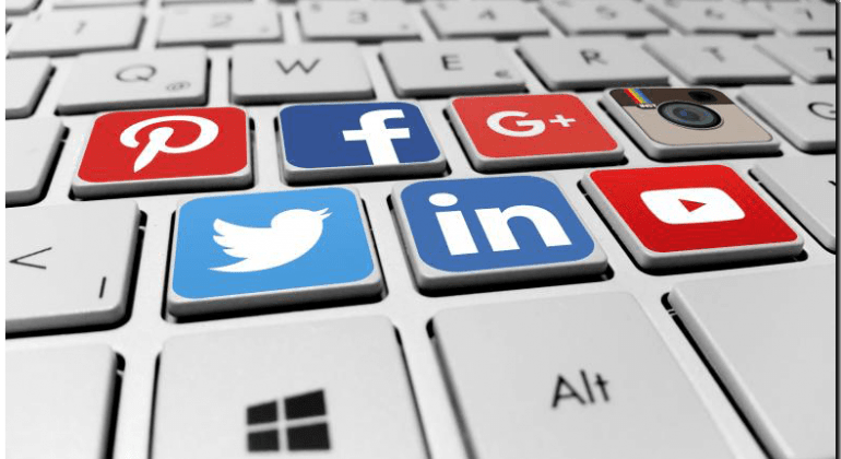 Clear the Clutter – Social Media