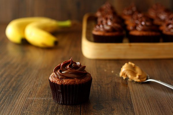 Roasted-Banana-Cupcakes-With-Peanut-Butter-Ganache-Frosting-4472
