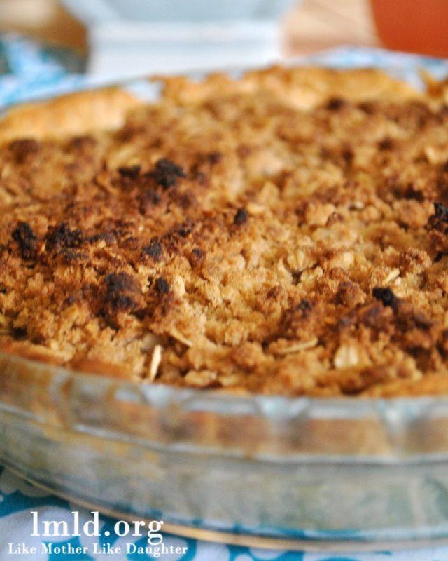 pineapple guava apple crumb pie