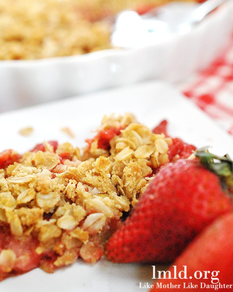 summer strawberry crumb