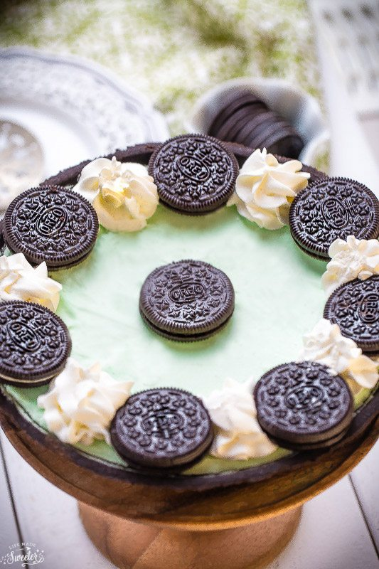 No-Bake-Chocolate-Mint-Oreo-Pie-makes-the-perfect-easy-treat