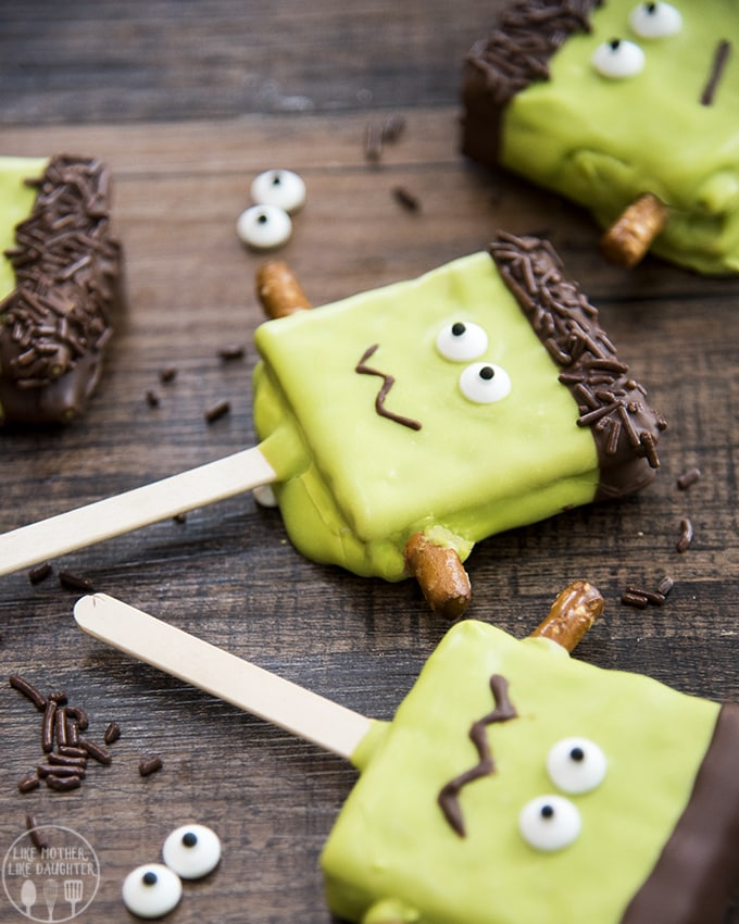 these cute smores pops are made to look like Frankenstein's monster - a perfect Halloween treat