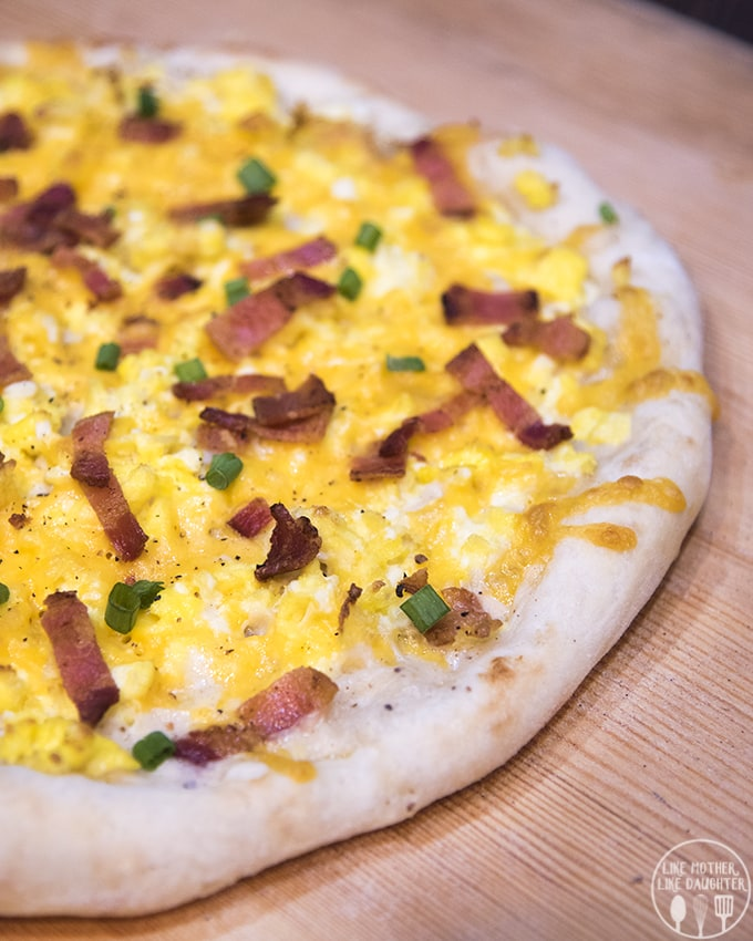 This Breakfast pizza recipe combines so many great breakfast flavors into one, it's like biscuits and gravy, scrambled eggs and bacon all in one delicious pizza!
