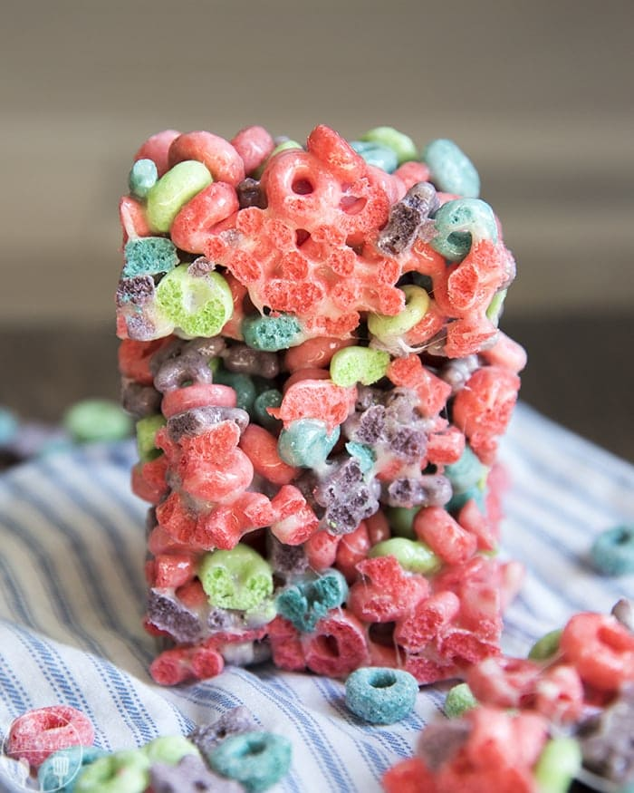 Froot Loop<b><i>s®</i></b> Treats are a delicious twist on classic cereal treats,</em><b><i>Kellogg's® Wild Berry Froouit Loops® instead of crisp rice cereal.