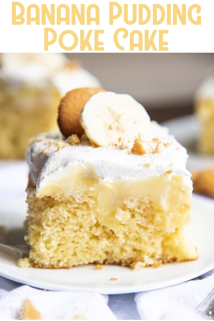 This banana pudding poke cake has all the great flavors of banana cream pie, but in the form of a cake! With a yellow cake topped and filled with banana pudding, covered in banana slices, whipped cream, and crushed cookies, this poke cake is the best! #BananaPokeCake #BananaPudding #BananaPuddingPokeCake