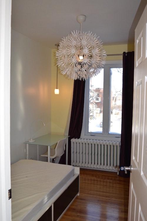 Chambre avec lit simple - Appartement meublé de 5 chambres à Montréal | LM Montréal.