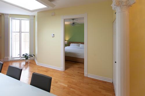Salle à manger et cuisine - Appartement meublé de 3 chambres du Mile-End à Montréal | LM Montréal - Location meublée à Montréal