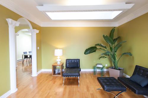 salon de l'appartement meublé mile-end montréal, 3 chambres, LM Montréal, Location meublée à Montréal tout inclus, location de courte durée ou de moyenne durée