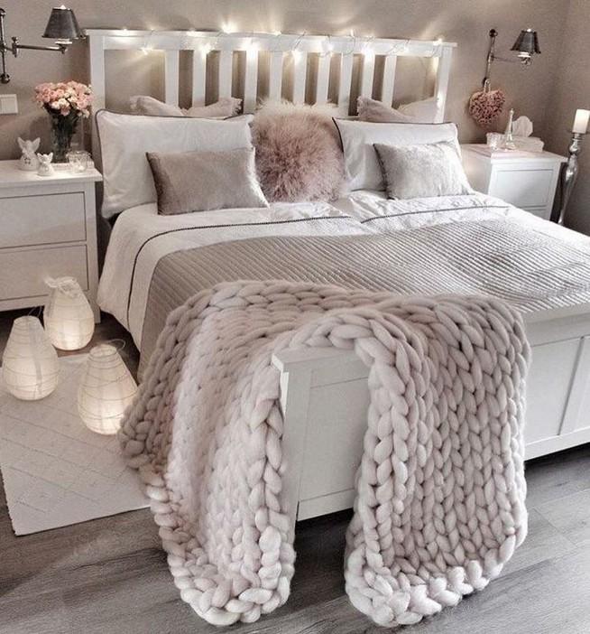 12 Unique Farmhouse Bedroom Remodel Ideas 31