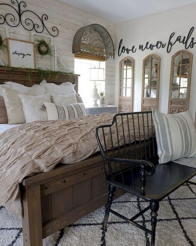 12 Unique Farmhouse Bedroom Remodel Ideas 40