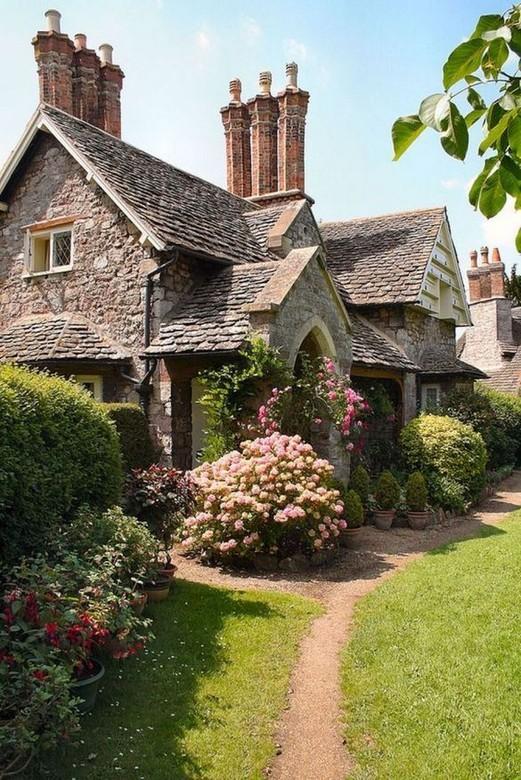 12 Wonderful Cottage House Exterior Ideas 03