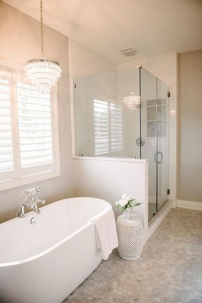 14 Inspiring Small Master Bathroom Decorating Ideas 39