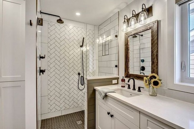 14 Inspiring Small Master Bathroom Decorating Ideas 49
