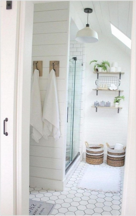 14 Inspiring Small Master Bathroom Decorating Ideas 55