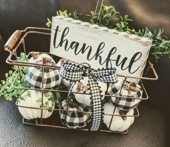 15 Inspiring Farmhouse Fall Decor Ideas 06