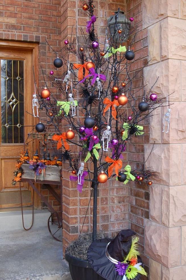 19 Amazing Halloween Porch Ideas 15